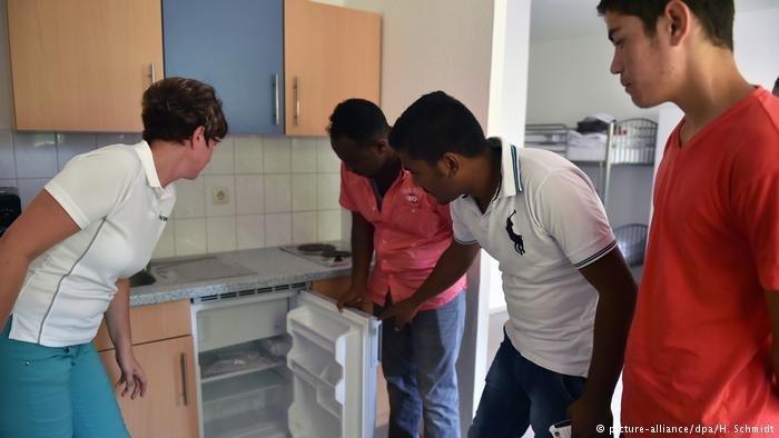 Des réfugiés à la recherche d'un appartement à Weißenfels, à Berlin Crédit: picture-alliance/dpa/H.Schmidt