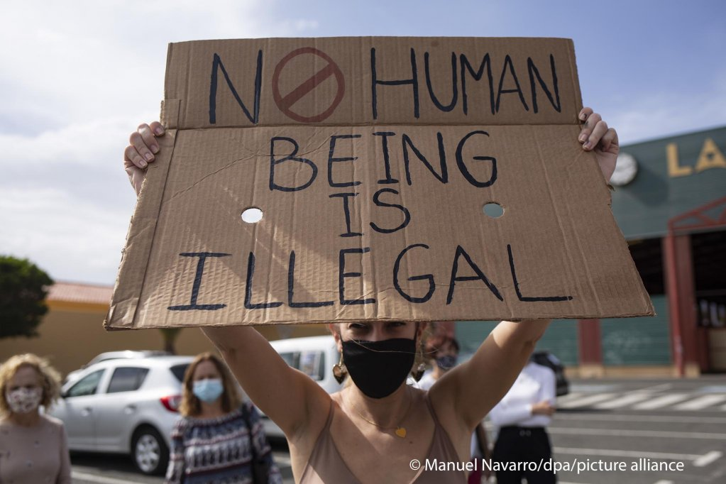 Protesters demonstrate for the rights of migrants on Gran Canaria, Spain, on November 14, 2020 | Photo: Manuel Navarro/dpa/Picture-alliance