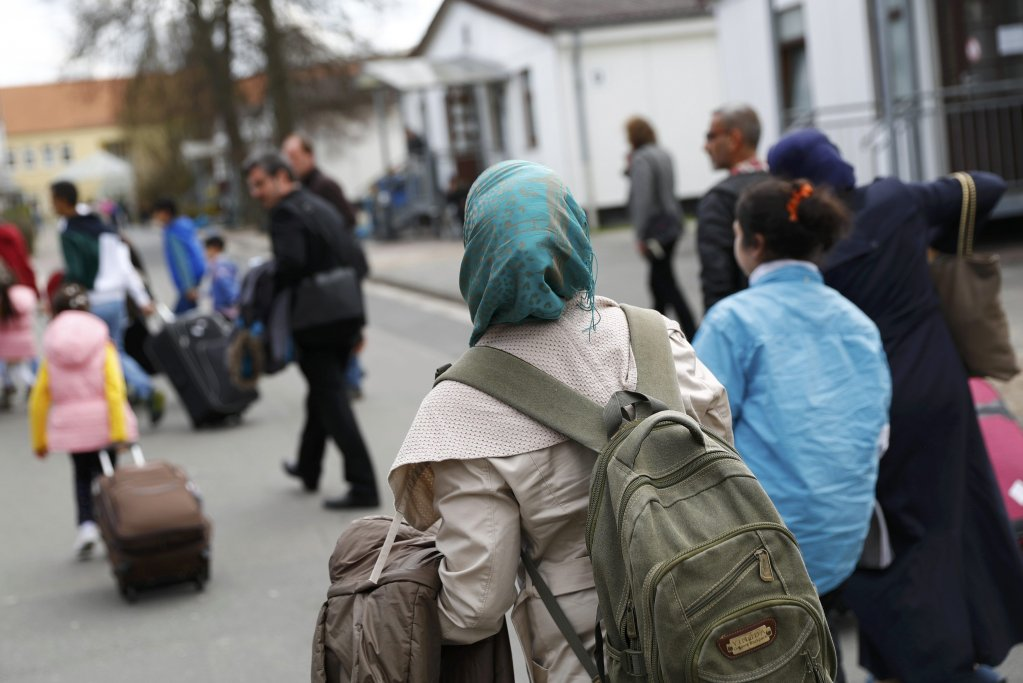 REUTERS/Kai Pfaffenbach |Des réfugiés syriens arrivent au camp de Friedland, dans le nord de l'Allemagne. (Image d'illustration)