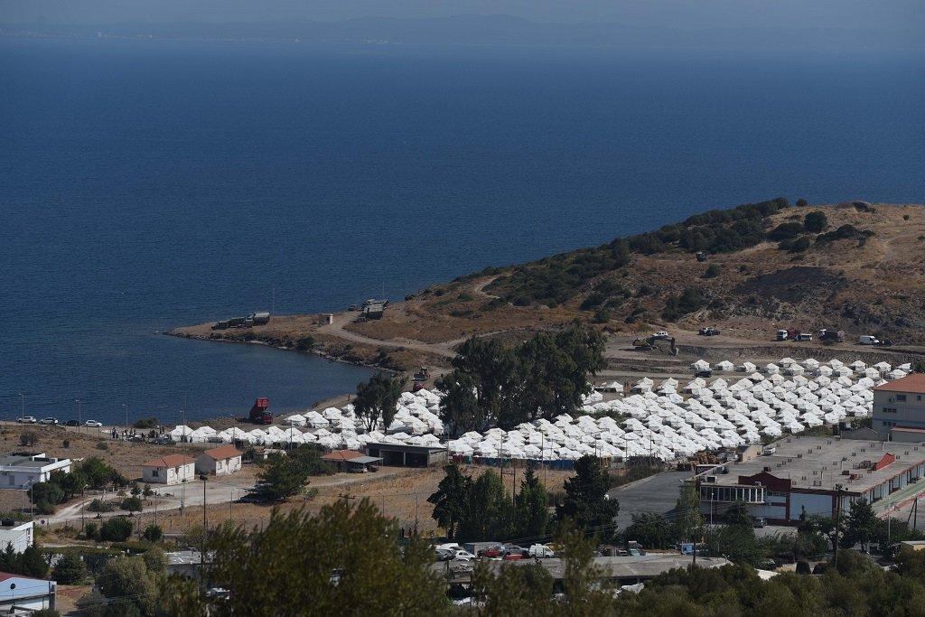 صورة للمخيم المؤقت الجديد الذي أقيم في جزيرة ليسبوس، أيلول\سبتمبر 2020. الصورة: مهدي شبيل