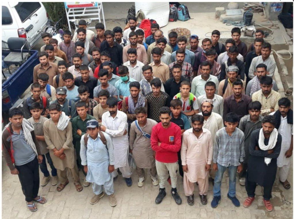 دالبندېن بلوچستان کې نيول شوي اروپا ته تښتېدونکي پاکستانيان. کرېډېټ: ځايي پوليس
