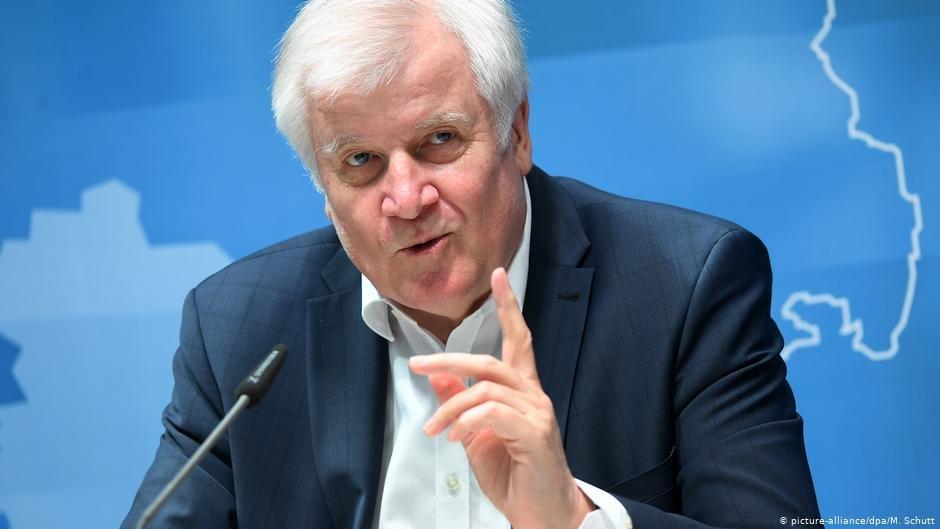هورست زیهوفر، وزیر داخله آلمان فدرال/عکس: picture-alliance/dpa/M.Schutt