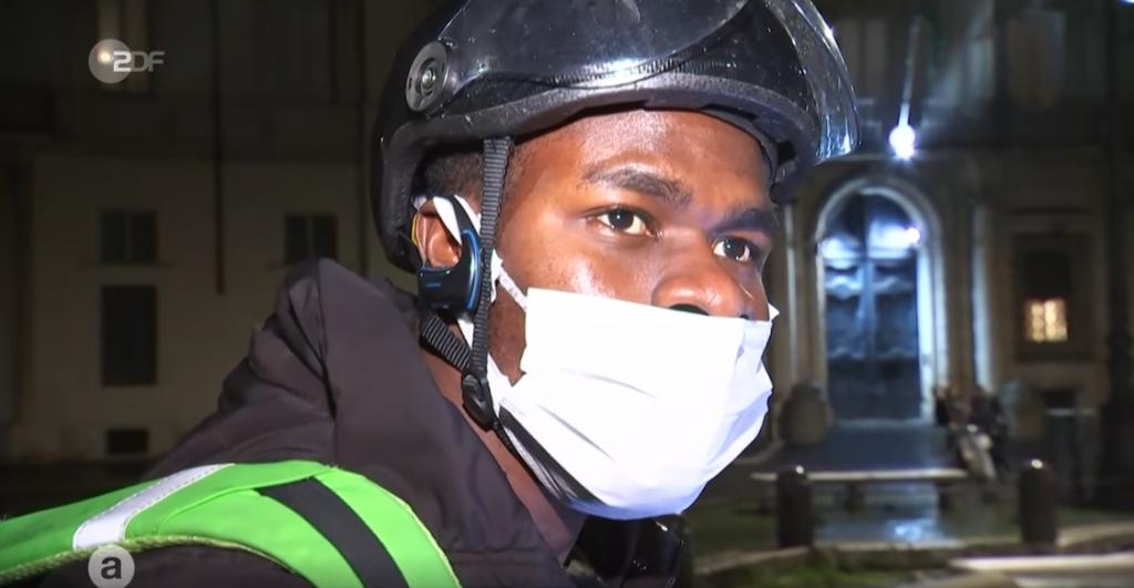 James Osawe est arrivé en Italie il y a quatre ans / Source : Capture d'écran du reportage de la ZDF