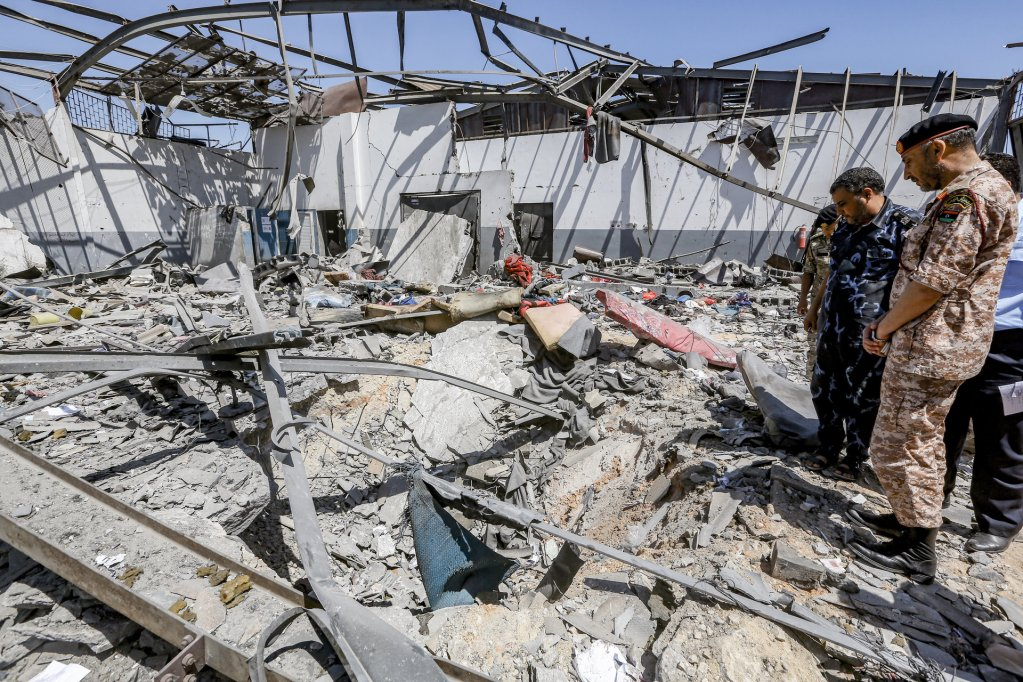 آثار القصف الذي تعرض له مركز احتجاز المهاجرين في تاجوراء بداية تموز يوليو 2019. أرشيف