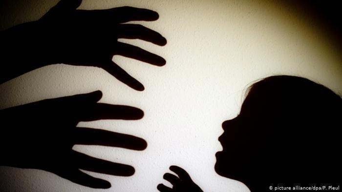 صورة رمزية لمحاولة الاعتداء الجنسي على طفلة