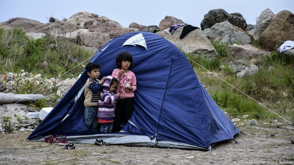 Kids in front of a tent in Lesbos | Photo: Picture-alliance/AP Photo/P.Balaskas
