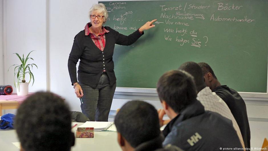 German language class | Photo: Picture-alliance/dpa/B.Wüstneck