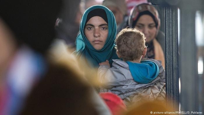 يتنتظر آلاف اللاجئون لمّ شمل أسرهم بفارغ الصبر