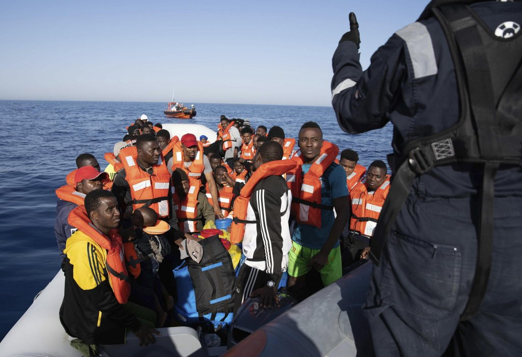 More than 90 migrants on a rubber boat as they are rescued by Sea Watch, 30 km off the coast of Libya; handout photo issued June 19, 2020 | Photo: EPA/LAILA SIEBER /SEA-WATCH