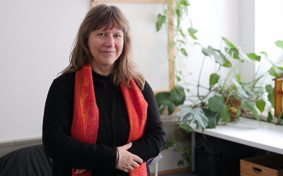 باربارا پریتلر  روانشناس و یکی از اعضای بنیانگذار مرکز درمانی «حمایت» در اتریش. عکس از: مهاجرنیوز.