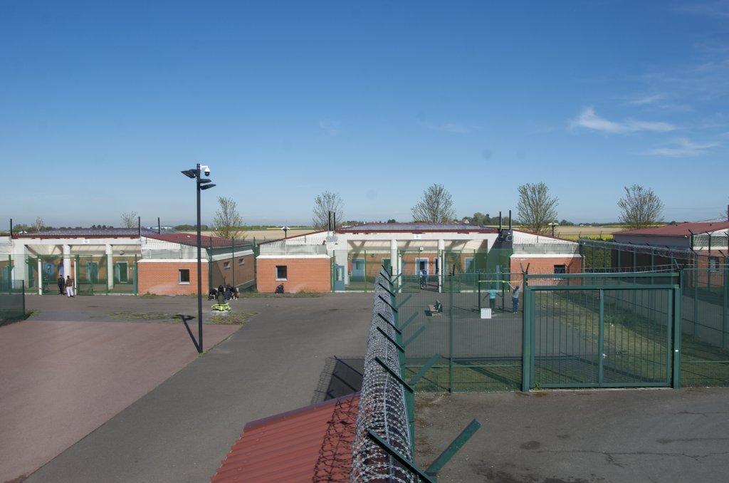 مرکز بازداشت منیل-املو در شمال پاریس. عکس از مائوه پووله/ مهاجر نیوز