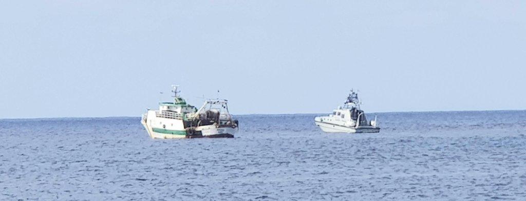 دورية إيطالية تلاحق سفينة تونسية يستخدمها المهربون بالقرب من سواحل لامبيدوزا. المصدر: إيليو ديسيديريو/ أنسا.