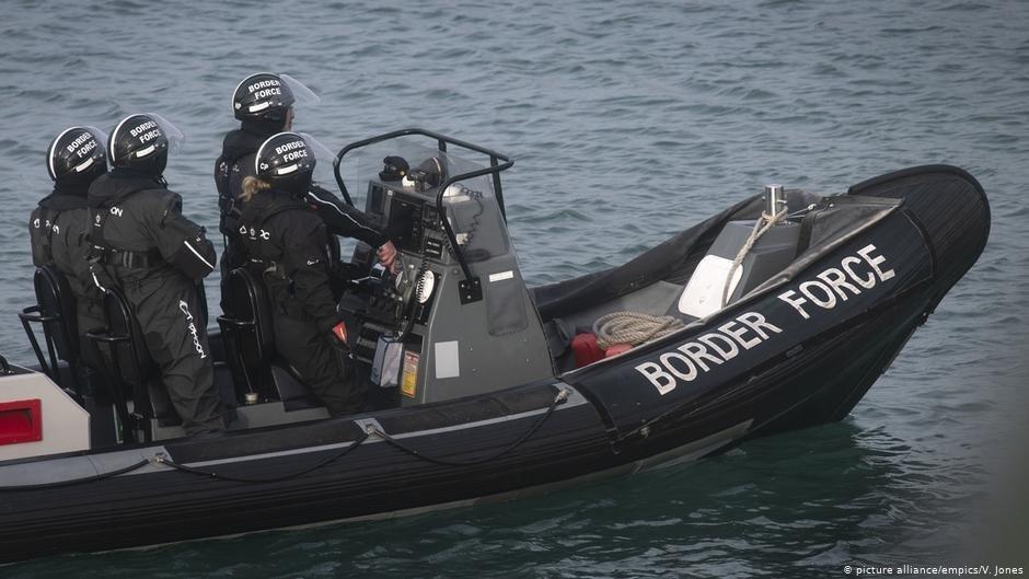Un bateau de la Border Force, la police aux frontières britannique, dans la Manche. Crédit : Picture-alliance/empics/V.Jones