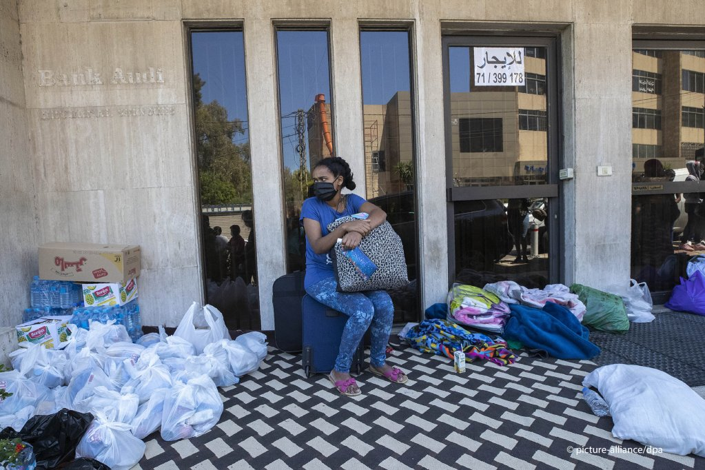 An Ethiopian domestic worker waits in front of the Ethiopian consulate after she and others were abandoned by their Lebanese employers, in Hazmieh, east of Beirut, Lebanon, Thursday, June 4, 2020 | Photo: AP Photo/Hassan Ammar