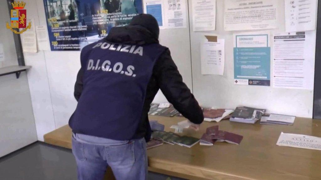 عملية الشرطة في فروزينوني في 23 فبراير 2021/ أنسا / مكتب الشرطة