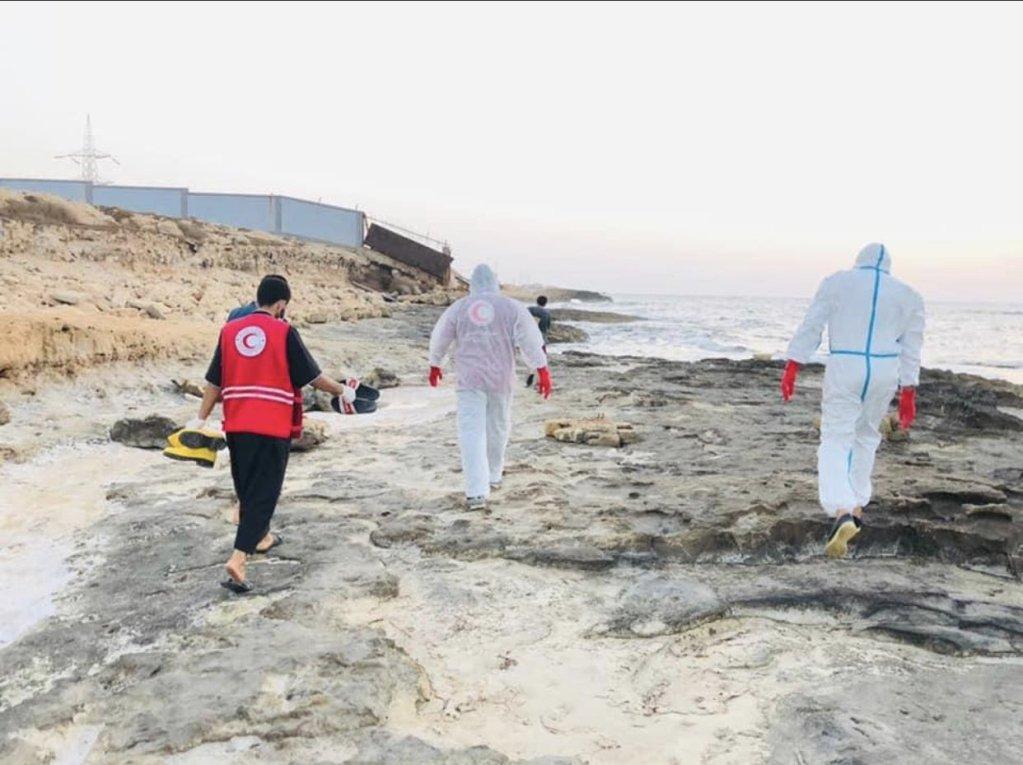 Au moins 14 corps ont été trouvés sur une plage de Zaouia entre le 2 et le 3 juillet 2021. Crédit : Croissant-rouge libyen.
