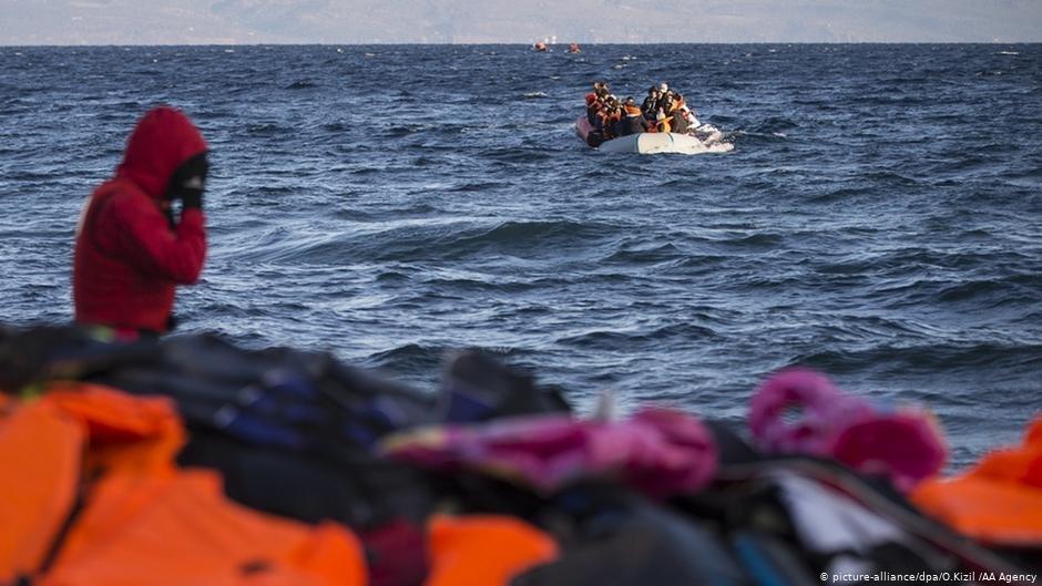 عکس از آرشیف/ البانیا یک گروهی از پناهجویان افغان را در دریای اژه از آب بیرون کشید.