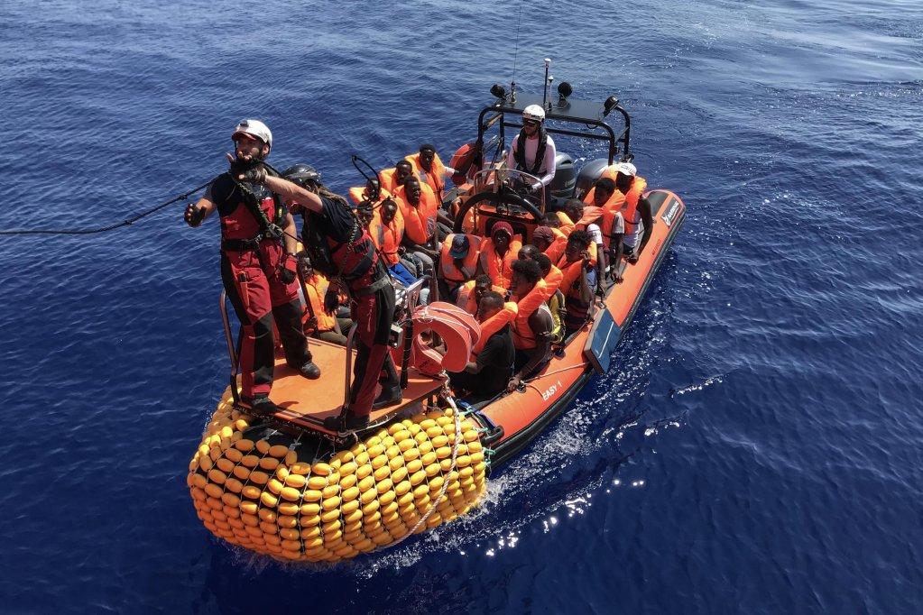 ANNE CHAON / AFP |Au moins douze migrants ont péri samedi 11 janvier, dans le naufrage en mer Ionienne de leur bateau, qui transportait une cinquantaine de personnes. Image d'illustration.