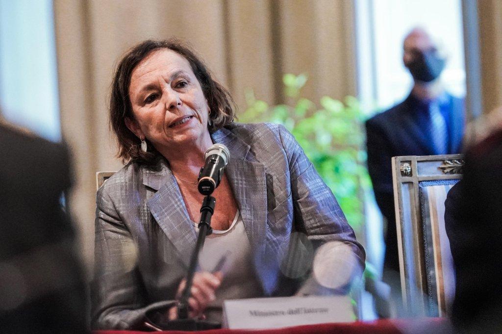 وزيرة الداخلية الإيطالية لوتشيانا لامورغيزي خلال اجتماع للجنة الإقليمية للنظام والأمن العام في تورينو. المصدر: أنسا/ تينو رومانو.