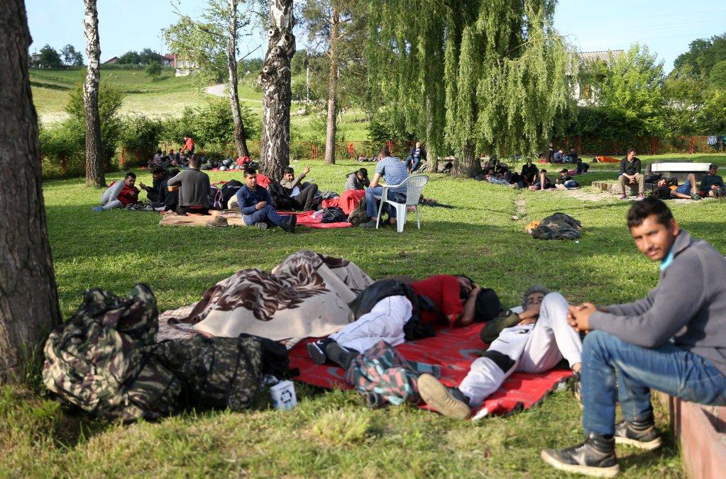 له ارشیف څخه: کډوال د بوسنیا په یو پارک کې. کرېډېټ: رویترز