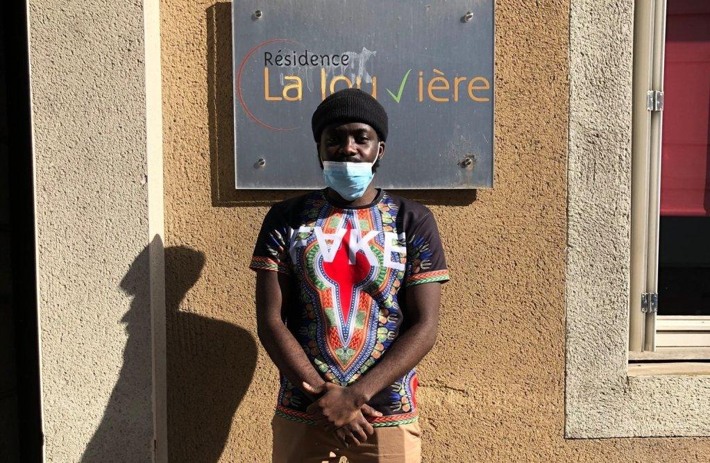 Ronaldo Mbumba travaille à l'Ehpad de la Louvière depuis 2019. Il y est très apprécié du personnel et des résidents, qui se sont mobilisés contre son expulsion. Crédit : DR