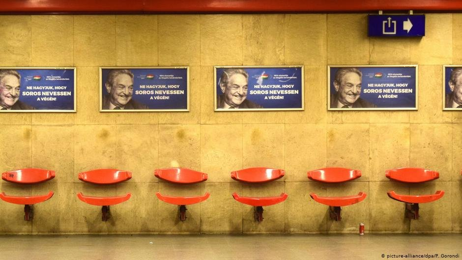 Posters against Soros at an underground station | Photo: Picture-alliance/dpa/P.Gorondi