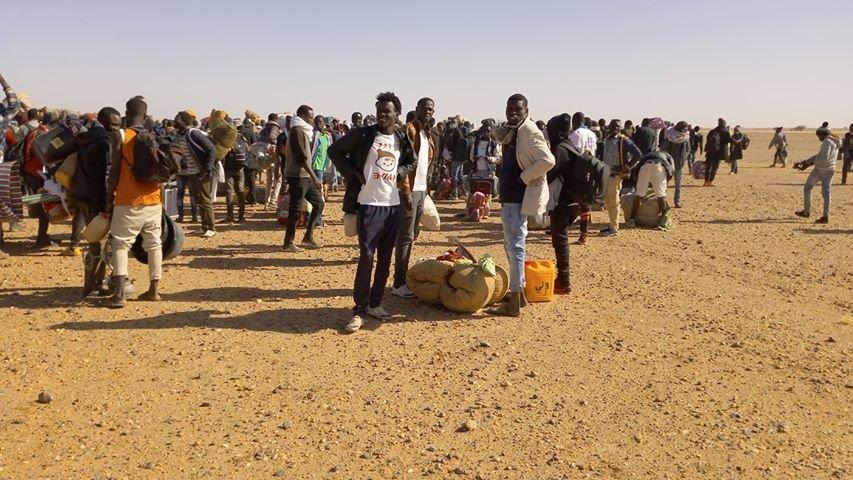 Un millier de demandeurs d'asile soudanais ont marché jusqu'aux locaux du HCR à Agadez, au Niger. Crédit : DR
