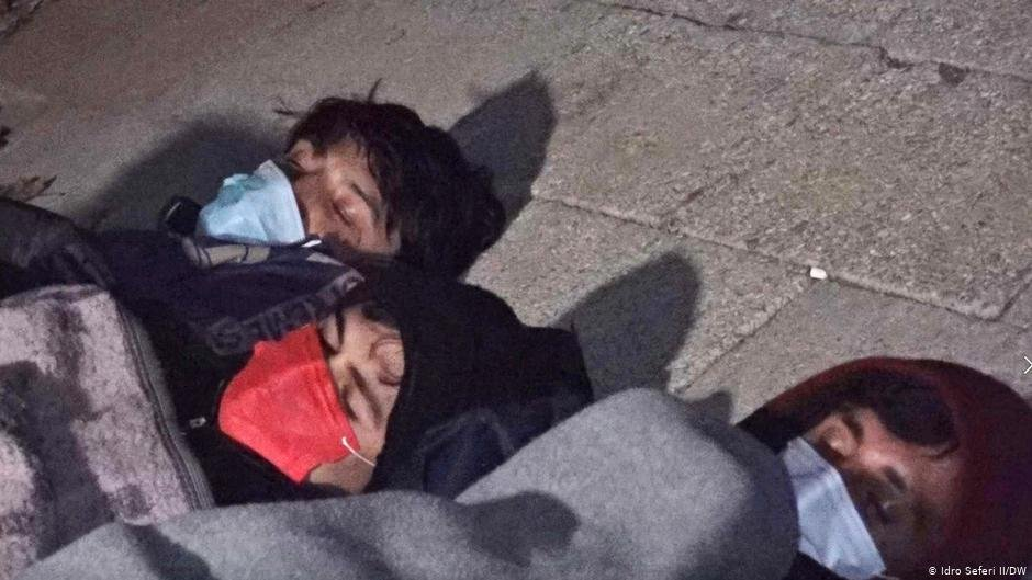 Unaccompanied minors are often forced to sleep on the ground | Photo: Idro Seferi Il/DW
