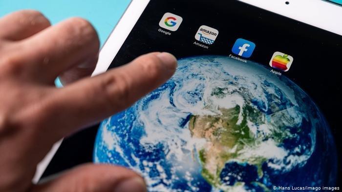 أشارت الدراسة إلى أن الباحثين عن الهجرة لأسباب اقتصادية من المرجح أن يستفيدوا من المعلومات المتاحة على شبكة الإنترنت