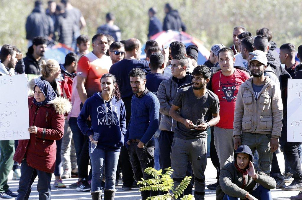 Ansa/ الصورة: مهاجرون ممن يحاولون عبور الحدود الكرواتية يتجمعون بالقرب من معبر ماليفاتس الحدودي في البوسنة والهرسك. المصدر: إي بي أيه/ فهيم دامير.