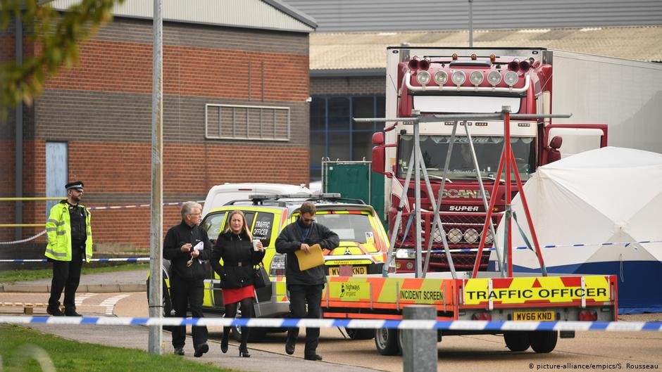 Bodies found in lorry container at the Waterglade Industrial Park in Grays, Essex | Photo: Picture-alliance/empics/S.Rousseau