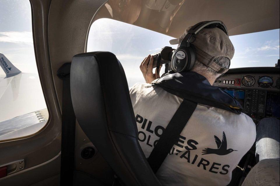 Les Pilotes volontaires survolent la mer Méditerranée à bord du Colibri 2. Crédit : Gaëlle Henkens / Pilotes volontaires