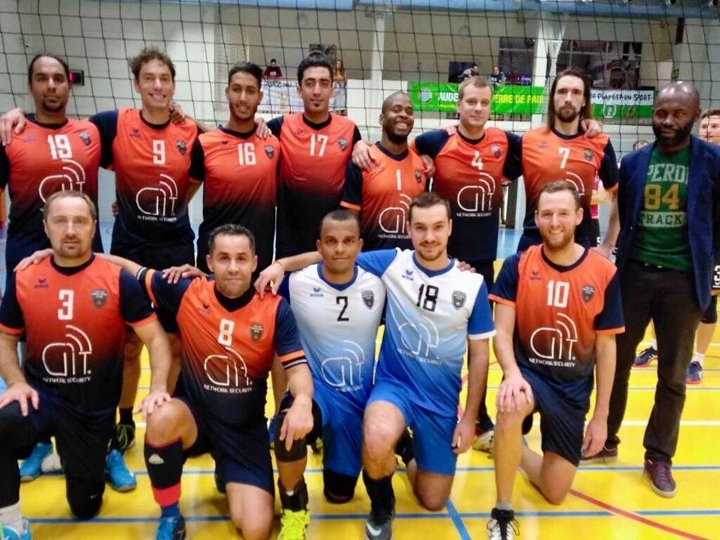 """علي مقاط، يرتدي قميص رقم 17، مع فريقه البلجيكي """"كابسي"""". المصدر/ الصفحة الرسمية للنادي على فيسبوك."""