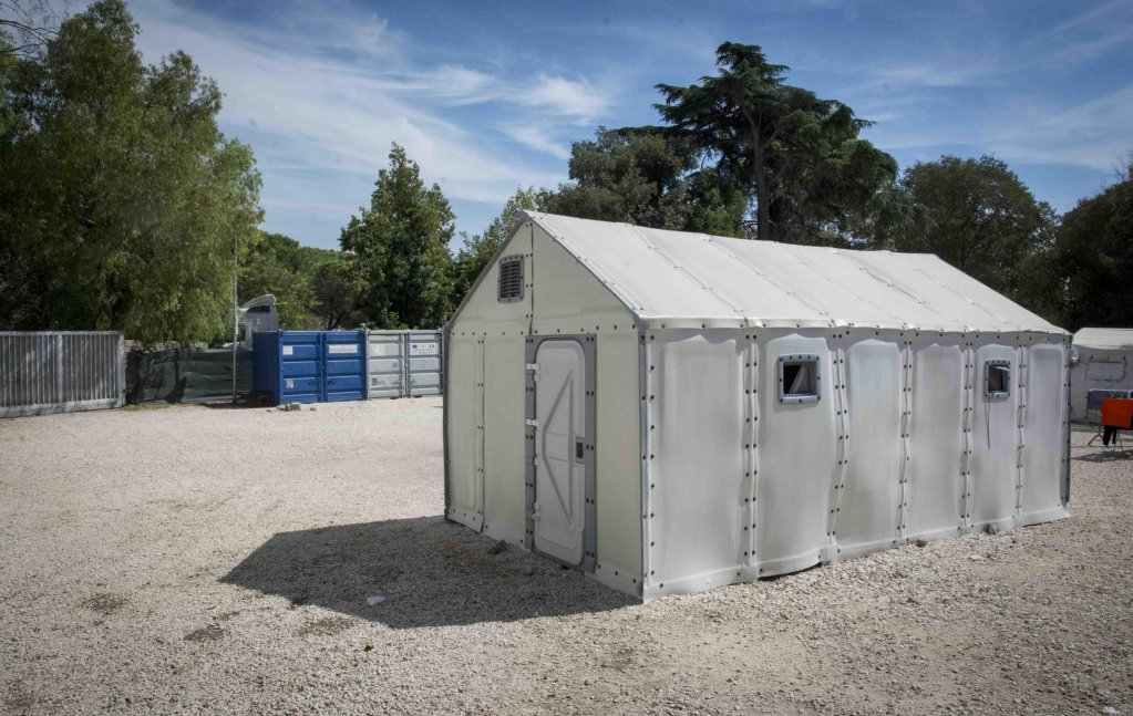 Assembling the Better Shelter structures in the Via Ramazzini migrant hub in Rome. Credit: Croce Rossa italiana