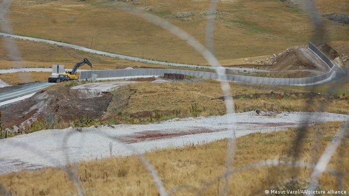 به گفته مقامهای ترکیه، دیوار مرزی در ولایت وان ۶۳،۱ کیلومتر طول و ۳ متر ارتفاع خواهد داشت. عکس از پیکچر الیانس