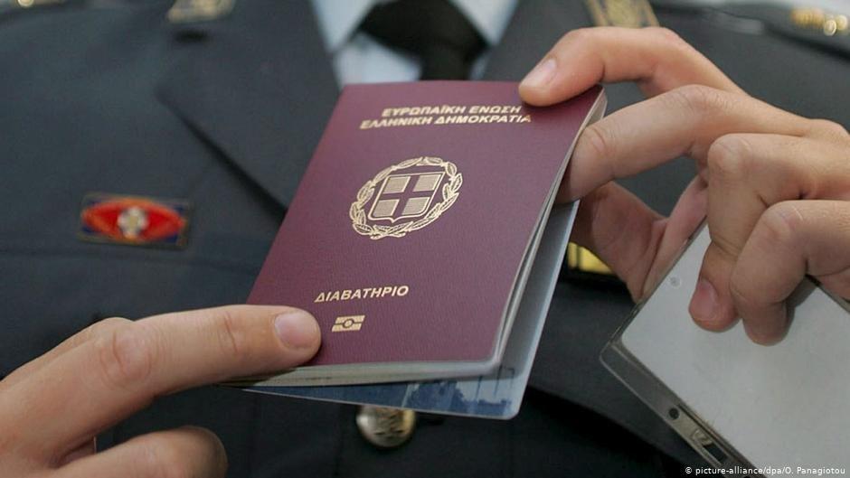 Credit: picture-alliance/dpa/ORESTIS PANAGIOTOU/ هر کشور اتحادیه اروپا در اعطای شهروندی شرایط خاص خود را دارد.