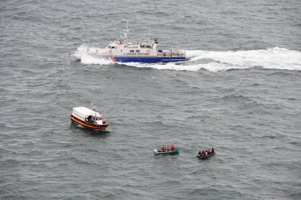 تصویری از عملیات نجات روز روز یکشنبه ٢۴ نومبر ٢٠١٩ درکانال مانش. عکس از پره فکتور مانش و دریای شمال