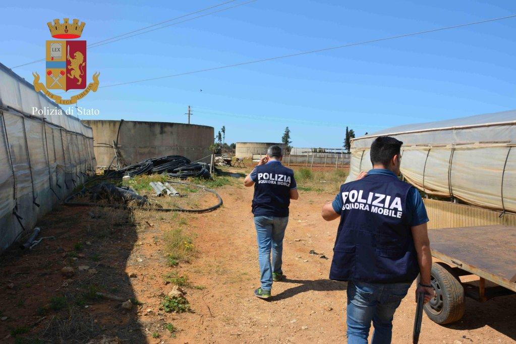 عملية للشرطة ضد استغلال العمال. المصدر / أنسا / المكتب الصحفي التابع لشرطة راغوزا.