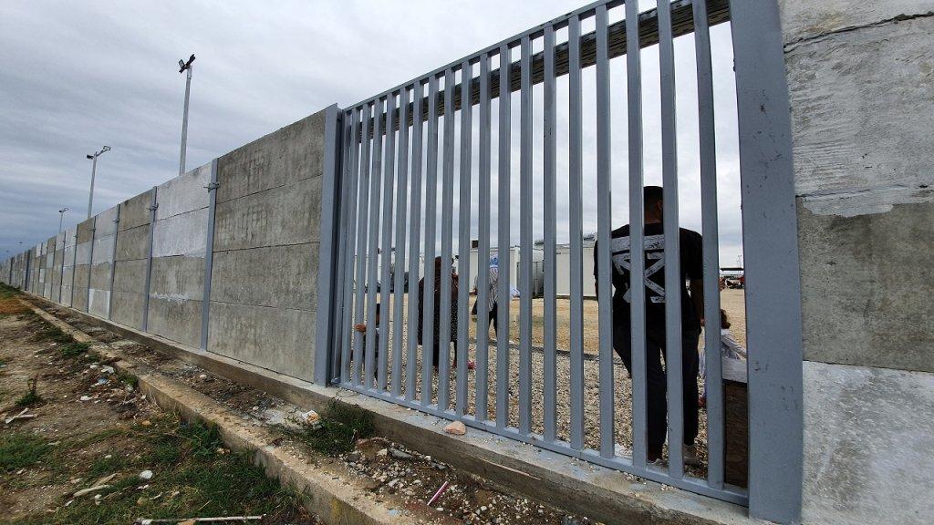 مخيم نيا كافالا شمال اليونان حيث يعيش 1200 طالب لجوء. الصورة: دانا البوز/ مهاجرنيوز