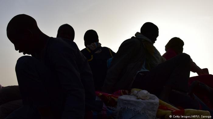 الشرطة الألمانية تكتشف مجموعة مهاجرين أفارقة في حاوية شحن