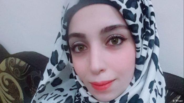 Privat |منى البكور، شابة سورية ترفض مغاردة مدينتها إدلب