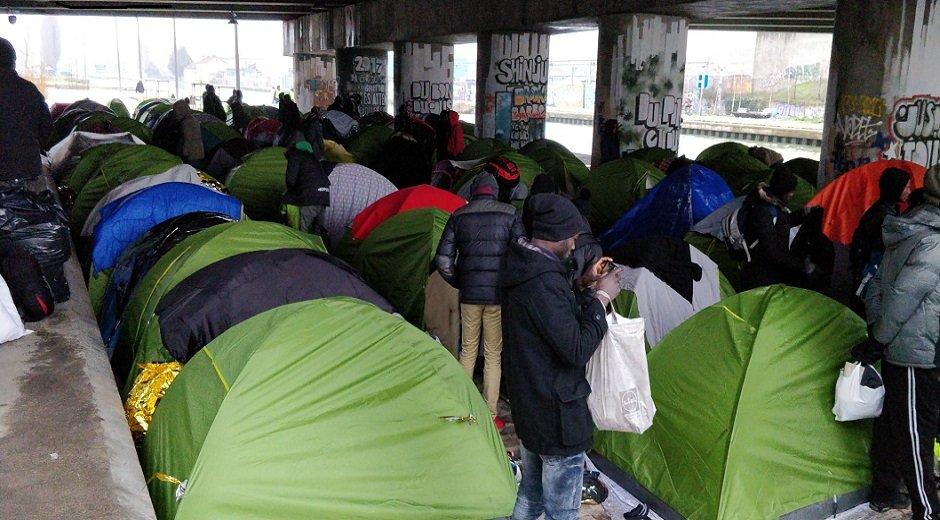 اردوگاه خودسرانه پناهجویان در کنار کانال سن دنیس در شمال پاریس. عکس از مهاجر نیوز