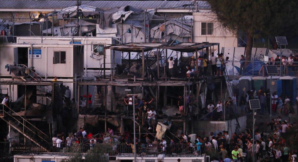 REUTERS/Alkis Konstantinidis |امروز دوشنبه ۳۰ سپتامبر، شهردار لسبوس و کمیساریای عالی پناهندگان سازمان ملل متحد خواستار تخلیه هرچه سریع اردوگاه موریا که بزرگترین اردوگاه مهاجران در یونان و در اروپا است شدند.