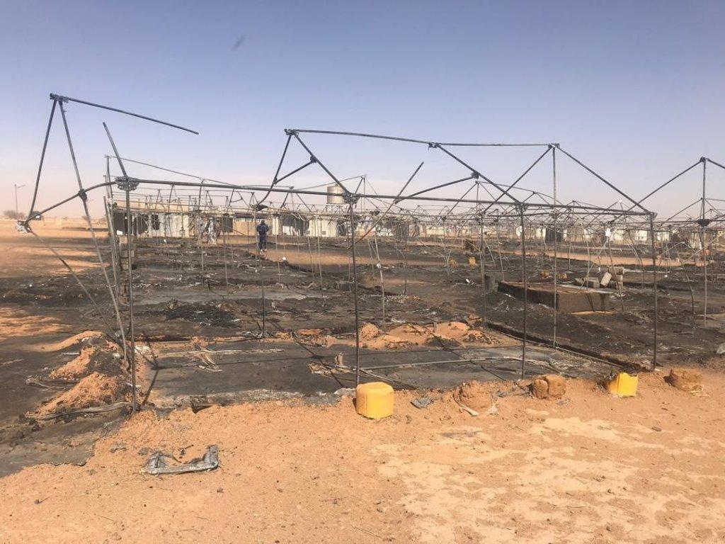 fil twitter.com/cochetel |Fil twitter du HCR: photo datée du 4 janvier 2020 documentant l'incendie du camp de réfugiés du HCR près d'Agadez.