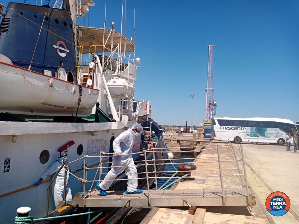کشتی مارجونیو در بندر آگوستا در سیسیل، اول جولای ۲۰۲۰. عکس از صفحه فیسبوک سازمان مدیترانه