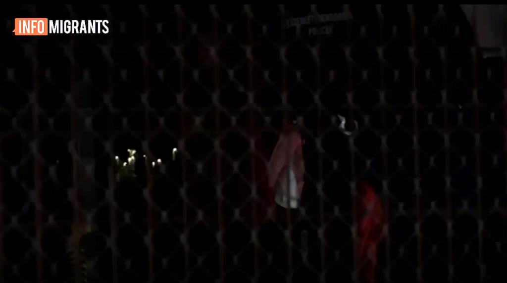عکس از یک گزارش ویدئویی که اخراج یک خانواده پناهجوی افغان توسط پولیس از هنگری به صربستان را نشان میدهد. مهاجر نیوز