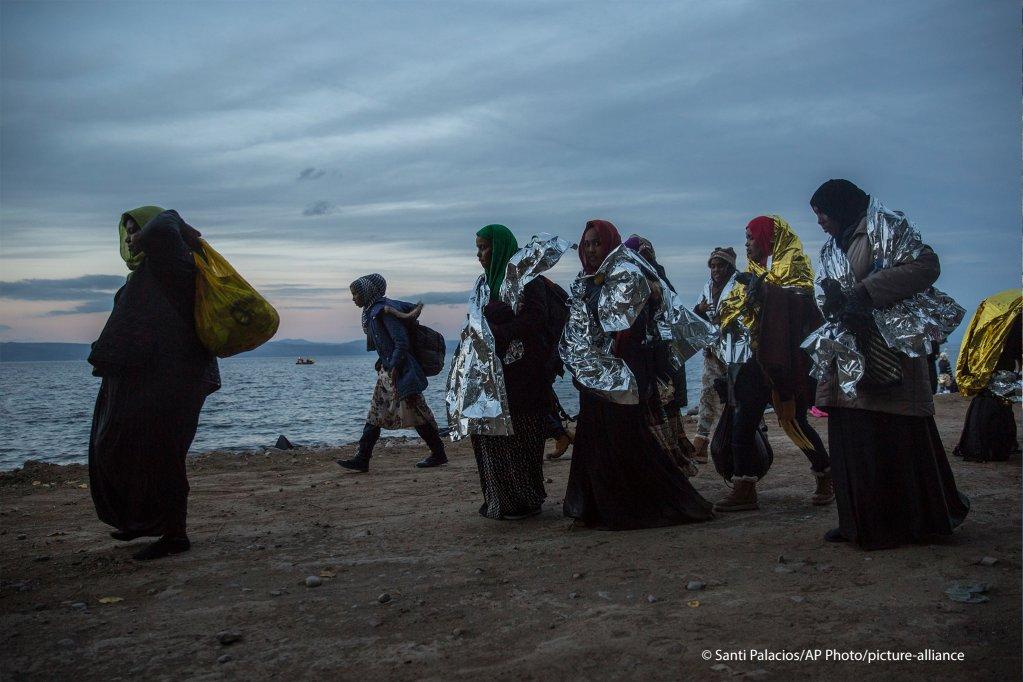 یک گروه از پناهجویان سومالیایی که تازه وارد جزیره لیسبوس یونان شده اند / Photo: picture alliance