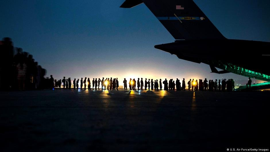 People have been evacuated from Afghanistan to countries around the world | Photo: U.S. Air Force/Getty Images via DW