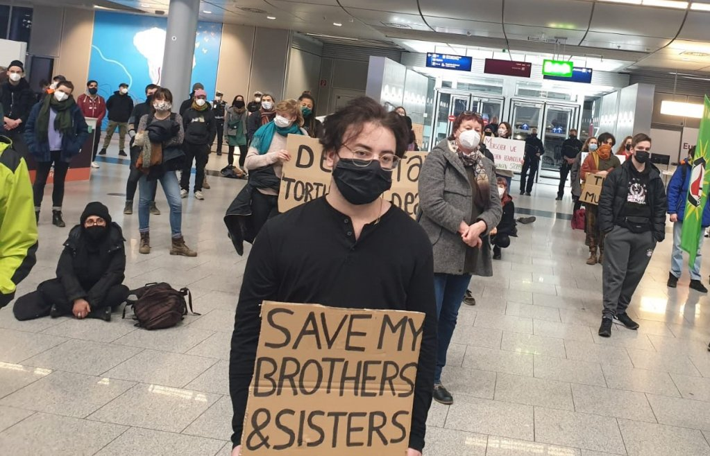 Protesters at Düsseldorf airport (Germany) demonstrate against the deportation of Afghan asylum seekers, January 12, 2021 | Photo: Private