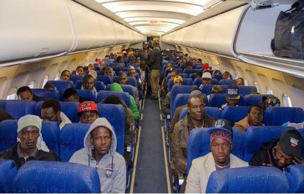 © OIM Tripoli |Des migrants en partance de Libye pour le Burkina Faso, en 2016.